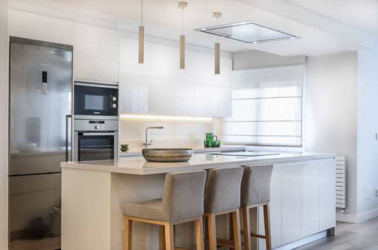 Cozinhas brancas: por que é que toda a gente as quer (e adora)