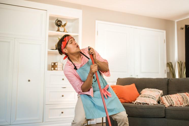 Limpar e arrumar a casa no verão: dicas para manter tudo em ordem