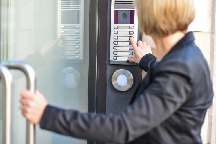 O intercomunicador do prédio avariou: quem é que tem de pagar a reparação?